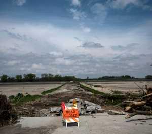 Amid trade war, floods compound Nebraska farmers' woes