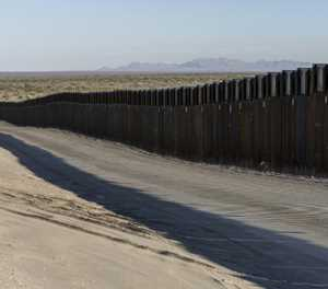 US states sue Trump over border wall emergency