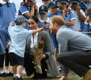Harry and Meghan get hugs in Aussie outback