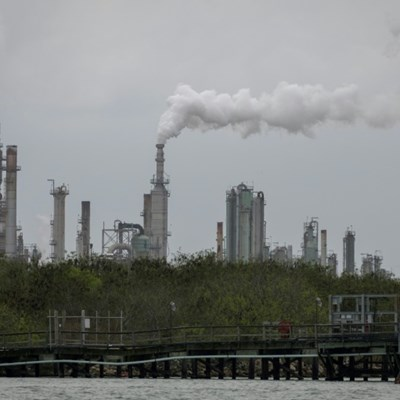 Historic oil crash a product of futures market under stress
