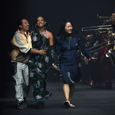 Singers Solange and Lisa star in Paris fashion week's finale