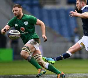 Lions fly-half Russell to resume training in South Africa