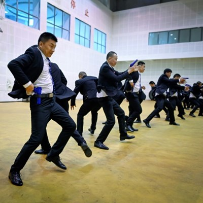 China's rich seek bodyguards schooled in digital dark arts