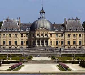 Thieves nab 2-million-euro haul from French castle