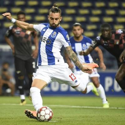 Man Utd land Porto defender Telles