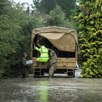 New Zealand military called in as hundreds flee floods