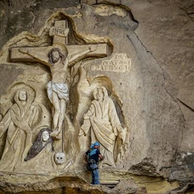 Artist adorns Egyptian cave church with biblical art