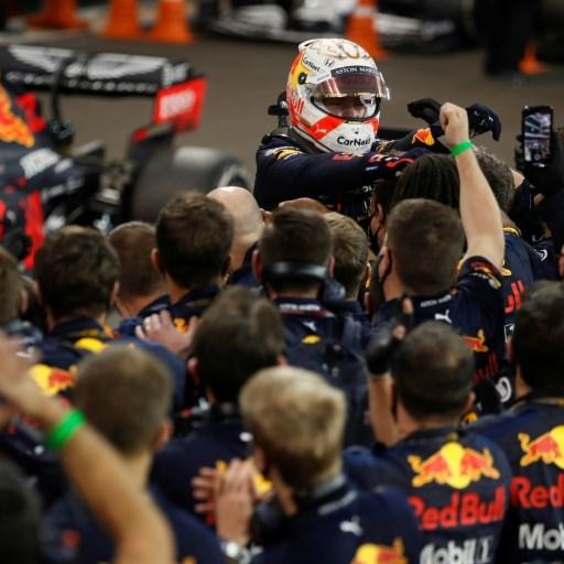 Verstappen 'not thinking' about succeeding Hamilton ahead of F1 season
