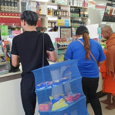 Thai shoppers get creative after plastic bag ban