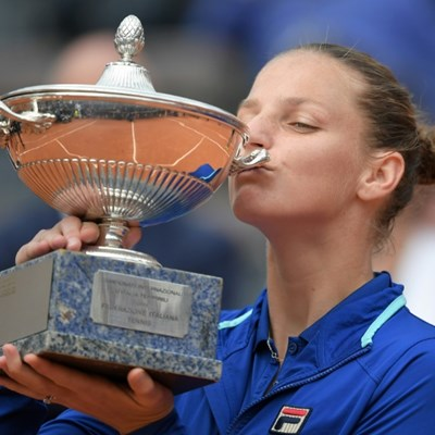 Pliskova climbs to second in rankings, Williams back in top 10