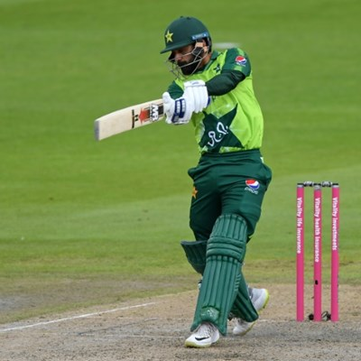 Hafeez, Babar power Pakistan to 195-4 against England in 2nd T20