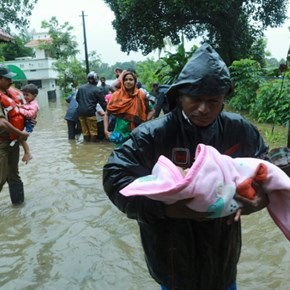 India warns of 'extremely grave' crisis as flood toll rises
