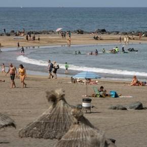 Two Spanish regions impose smoking ban to curb virus