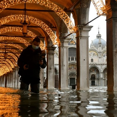 Venice under water as complex dam system fails to activate