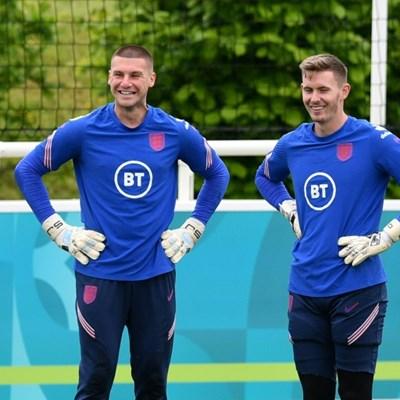 England lose reserve goalkeeper Henderson to injury