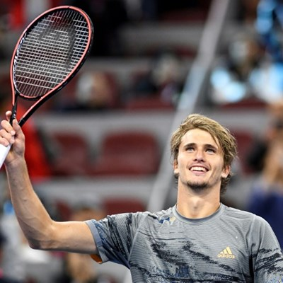 Zverev loses racquet into crowd on way to Shanghai last 16