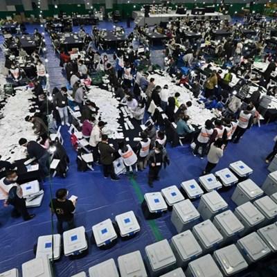 South Korea ruling party wins parliamentary majority