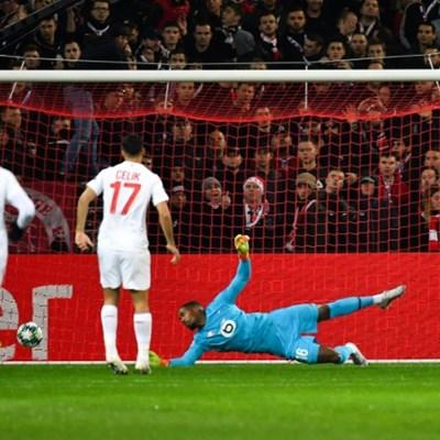 Quickfire Ajax on verge of Champions League last 16
