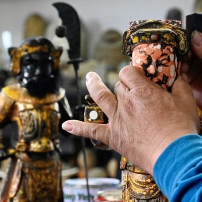 The Taiwanese sculptor giving discarded gods a home