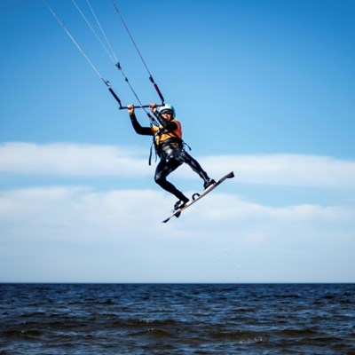 Kitesurfing at 80: Ex-Olympic gymnast keeps on the move