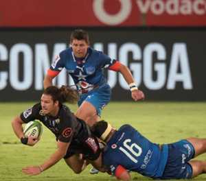 Bulls top table after romping to victory over Sharks