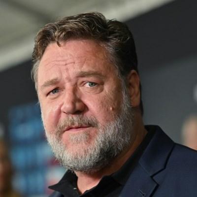 Russell Crowe slams 'joke' seating at USA-Australia basketball