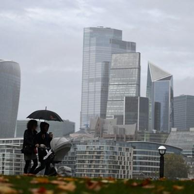 UK economy advances despite lockdown, as trade picture improves