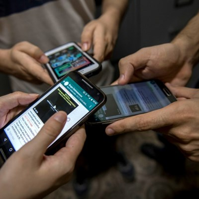Italy drafts 'no-mobile-phone phobia' law