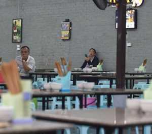 Beer sales fizzle in Vietnam as drink-driving law hits bars