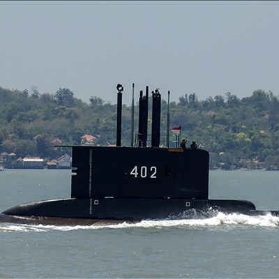 Hopes fade for Indonesia submarine crew as oxygen dwindles