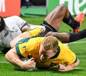 Wallabies wing Hodge eyes 2023 World Cup after signing new deal