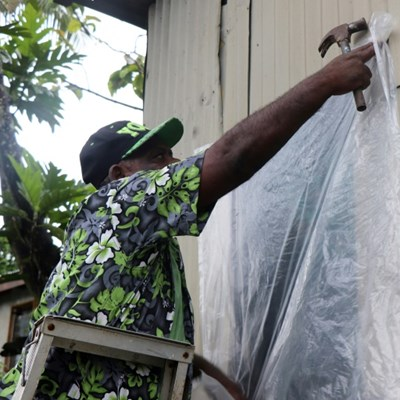 Fijians warned of flooding, huge waves as super storm bears down