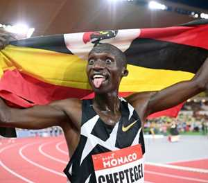 Joshua Cheptegei smashes 10,000m track world record