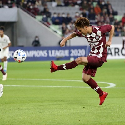 Iniesta sorcery sparks Japan's Kobe to 5-1 Asian win