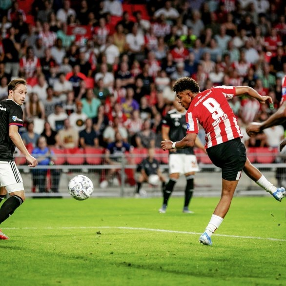 PSV scrape past Basel with two late goals