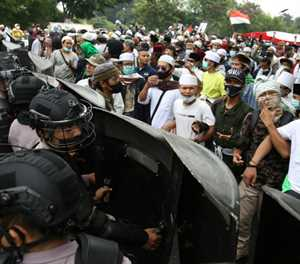Clashes as Indonesia jails hardline cleric over virus lies