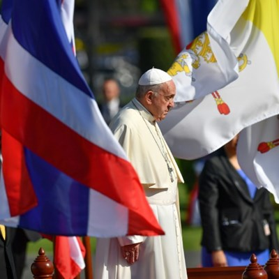 Pope meets Thai Buddhist patriarch on visit promoting religious peace
