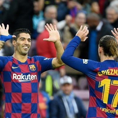 Barcelona lose Suarez for key four months after knee surgery