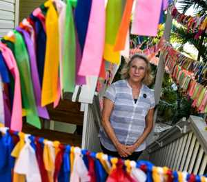 In Florida yard, a ribbon flutters for every Covid death
