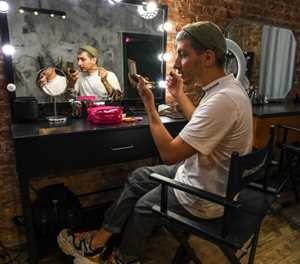 Applying mascara, male bloggers challenge Russia gender norms