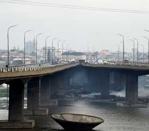 Bridge repair paralyses Lagos traffic
