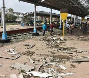 11 killed as Cyclone Gaja ravages Indian coast