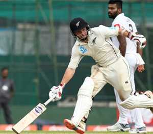Watling, De Grandhomme put New Zealand ahead in second Test