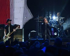 Pearl Jam postpones tour over coronavirus