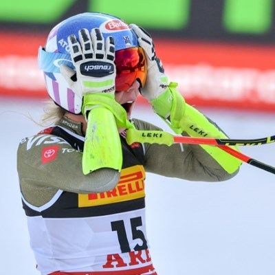 Shiffrin streaks to world super-G gold as Vonn crashes
