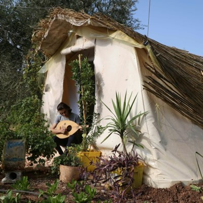Tent and garden: Displaced Syria teen recreates lost family home