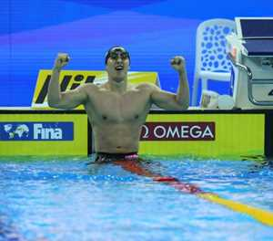 'Anxious' Le Clos beats out Dressel to win world gold
