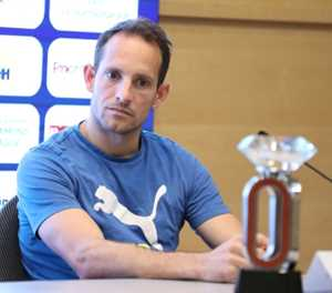 French Olympic medal hope Lavillenie twists ankle in Tokyo run-in