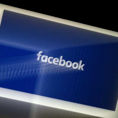 Facebook pop-ups to escalate feud with Apple