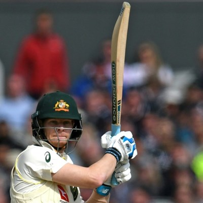 Smith holds firm in Ashes return after Broad double strike